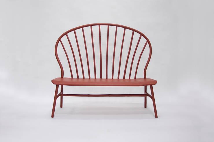 Bamboo Windsor Settee:  Woonkamer door Bo Reudler Studio