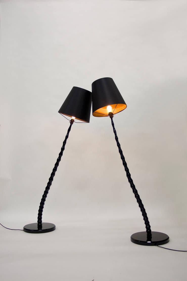 Haute Bamboo Lamp:  Woonkamer door Bo Reudler Studio