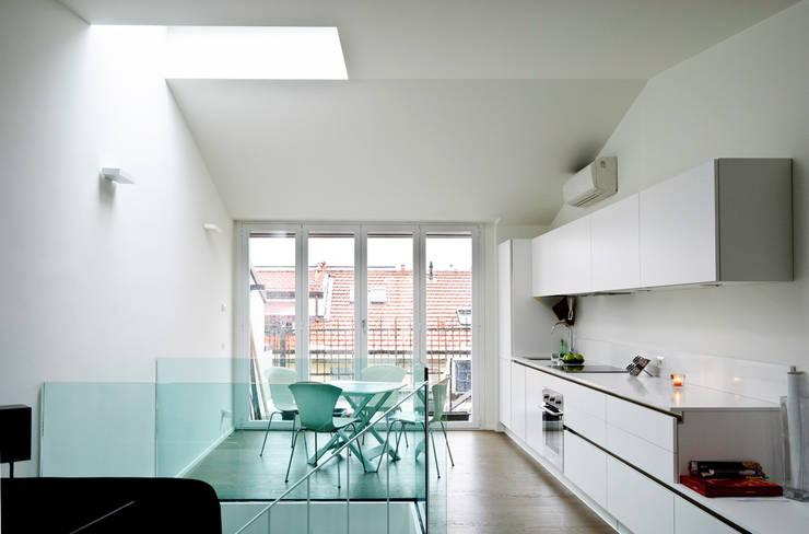 Piano Alto - Soggiorno Openspace: Soggiorno in stile  di PLANAIR ®