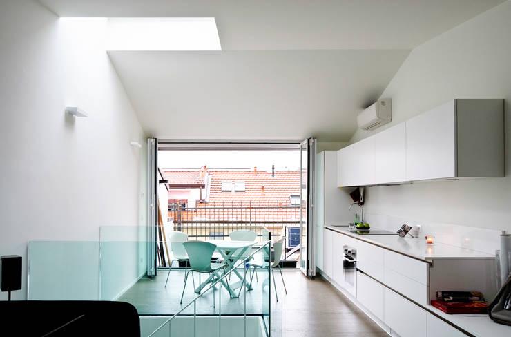 Piano Alto - Soggiorno Openspace (continuità con terrazza esterna): Soggiorno in stile  di PLANAIR ®