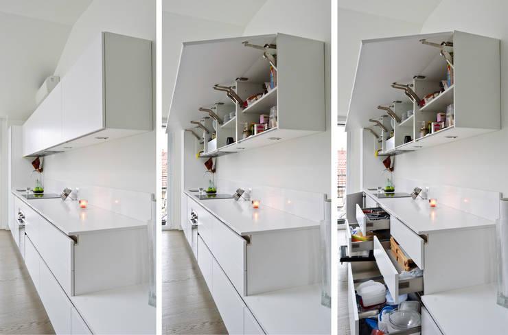 Parete attrezzata cucina: Cucina in stile  di PLANAIR ®
