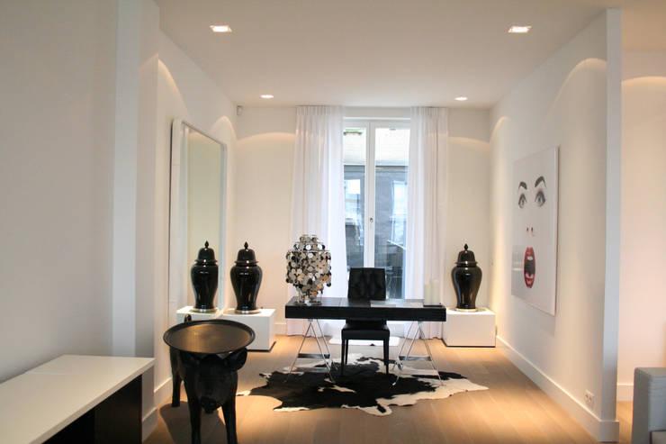 Model appartement Antwerpen, België:  Studeerkamer/kantoor door By Lenny