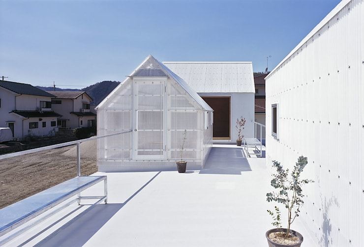 House in Yamasaki Eclectic style balcony, porch & terrace by 島田陽建築設計事務所/Tato Architects Eclectic