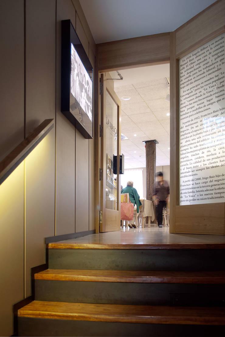 Acceso a comedor: Locales gastronómicos de estilo  de interior03