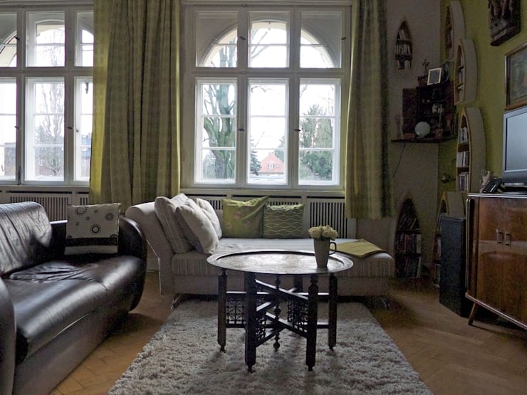 Grün im Wohnzimmer: Möbel und Wohnaccessoires für den Frühling:  Wohnzimmer von Guru-Shop