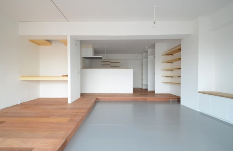 下馬の住宅 / House in Shimouma: Niji Architects/原田将史+谷口真依子が手掛けたリビングです。