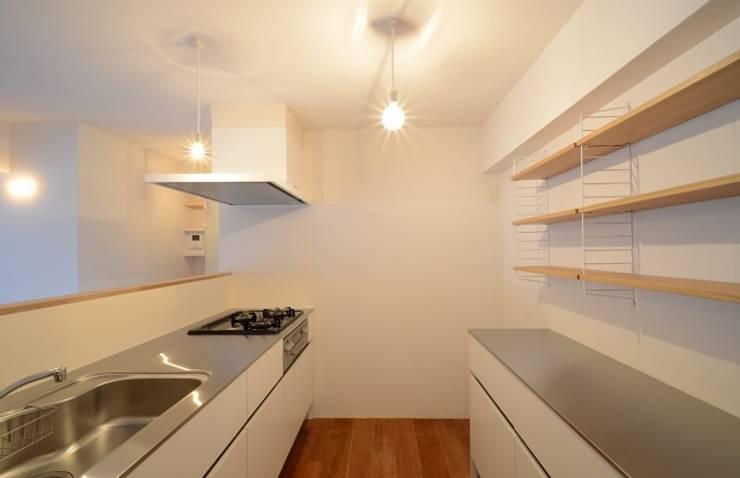 下馬の住宅 / House in Shimouma: Niji Architects/原田将史+谷口真依子が手掛けたキッチンです。