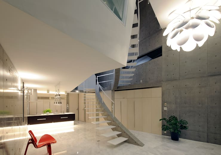 Corredores e halls de entrada  por Atelier Boronski