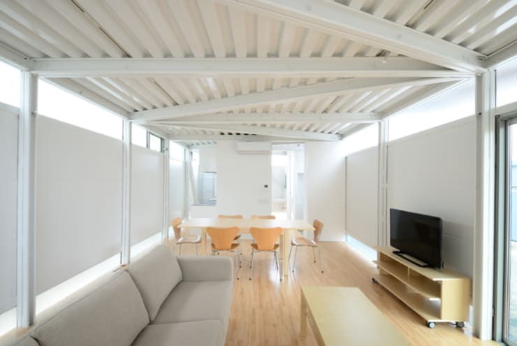 LGS HOUSE #01 / ボーダーの家 / Boundary House: Niji Architects/原田将史+谷口真依子が手掛けたリビングです。