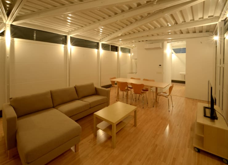 LGS HOUSE #01 / ボーダーの家 / Boundary House: Niji Architects/原田将史+谷口真依子が手掛けたリビングです。