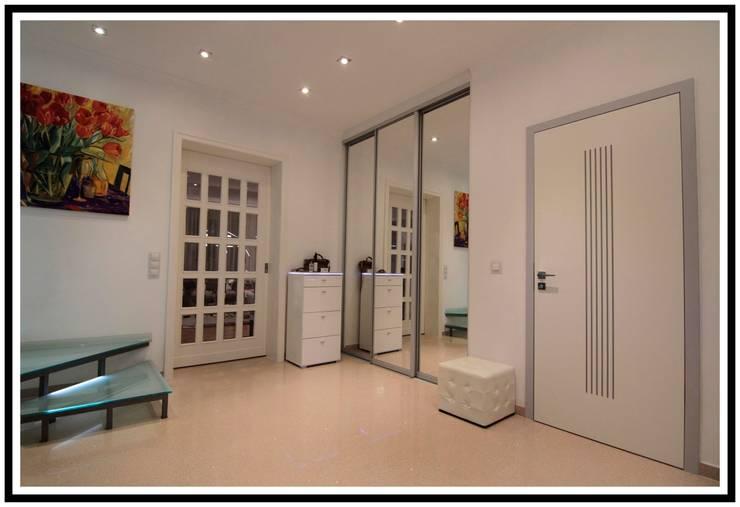 P-T Haus: Ingresso & Corridoio in stile  di Marco Maria Statella - Architect