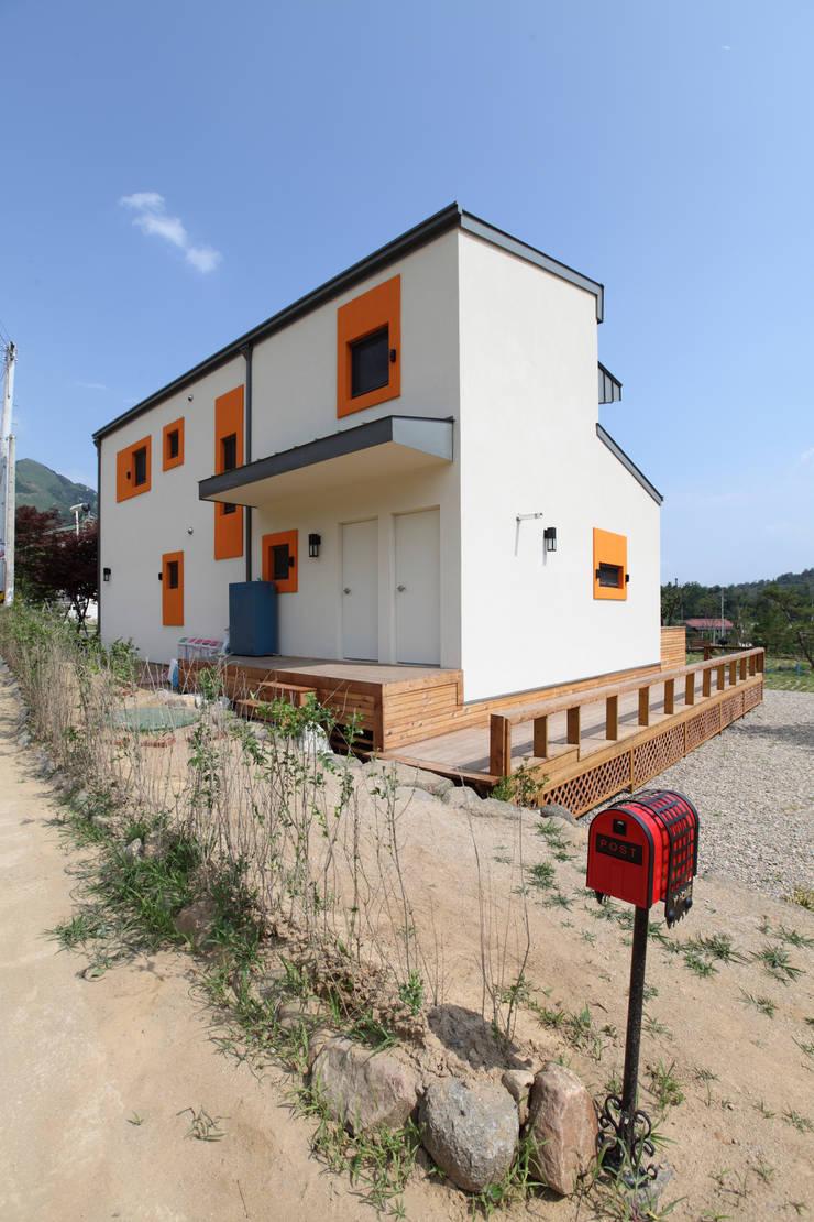 집의 후면: 주택설계전문 디자인그룹 홈스타일토토의  주택,모던