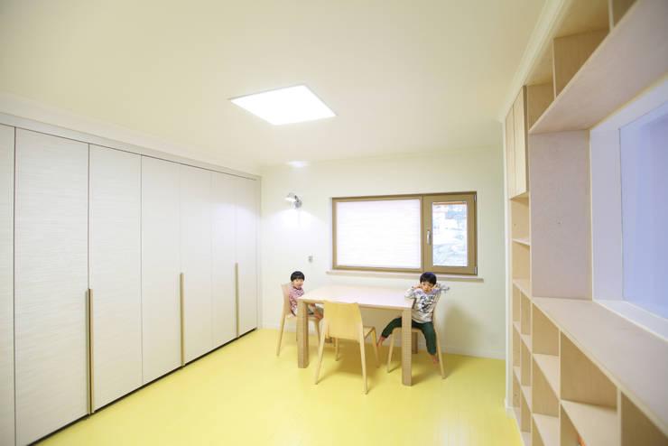 ห้องนอนเด็ก by 주택설계전문 디자인그룹 홈스타일토토