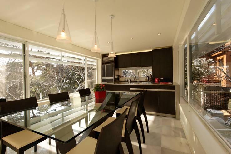 Villa K2: classic Dining room by Atelier Boronski