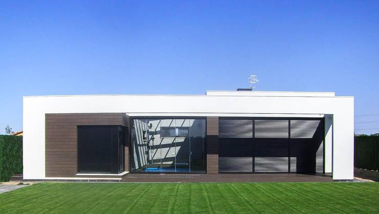 Fachada sur: Casas de estilo  de Rubén Sánchez Albillo. Arquitecto