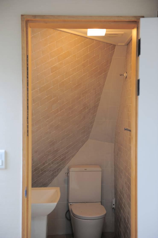 임조의 오두막 : AAPA건축사사무소의  욕실