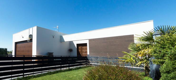 Zona de entrada a la vivienda: Casas de estilo  de Rubén Sánchez Albillo. Arquitecto