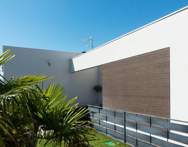 Detalle de entrada a la vivienda 2: Casas de estilo  de Rubén Sánchez Albillo. Arquitecto