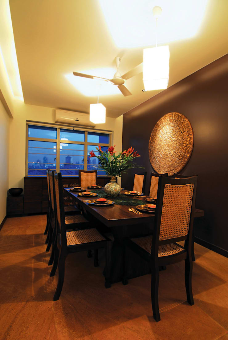 Modern Living :  Dining room by The Orange Lane
