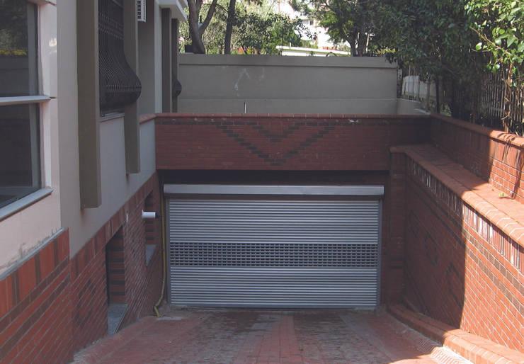 Kcc yapı dekarasyon – Garaj Kapısı: modern tarz Pencere & Kapılar