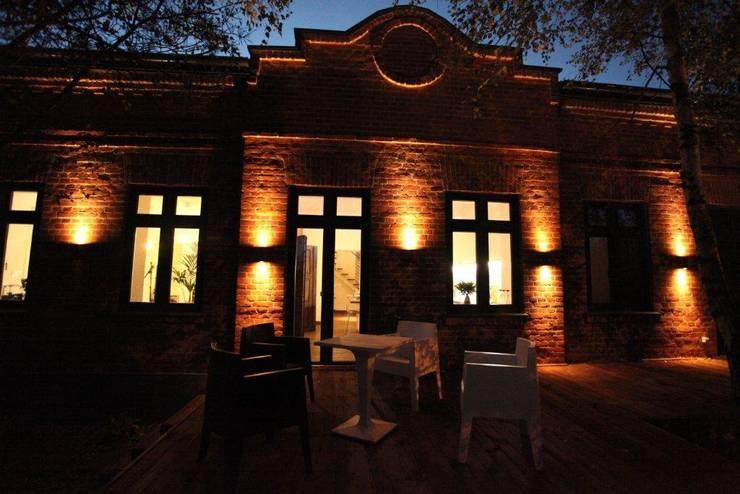 ksawery brick house: styl , w kategorii Domy zaprojektowany przez REFORM Konrad Grodziński,