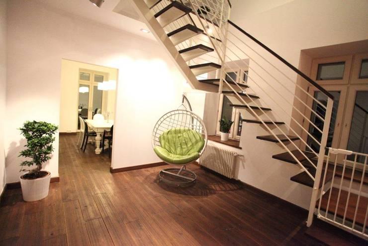 ksawery brick house: styl , w kategorii Korytarz, przedpokój zaprojektowany przez REFORM Konrad Grodziński,