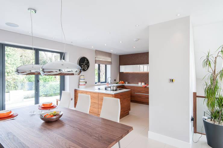 Urban Life gloss white and walnut kitchen:  Kitchen by Urban Myth