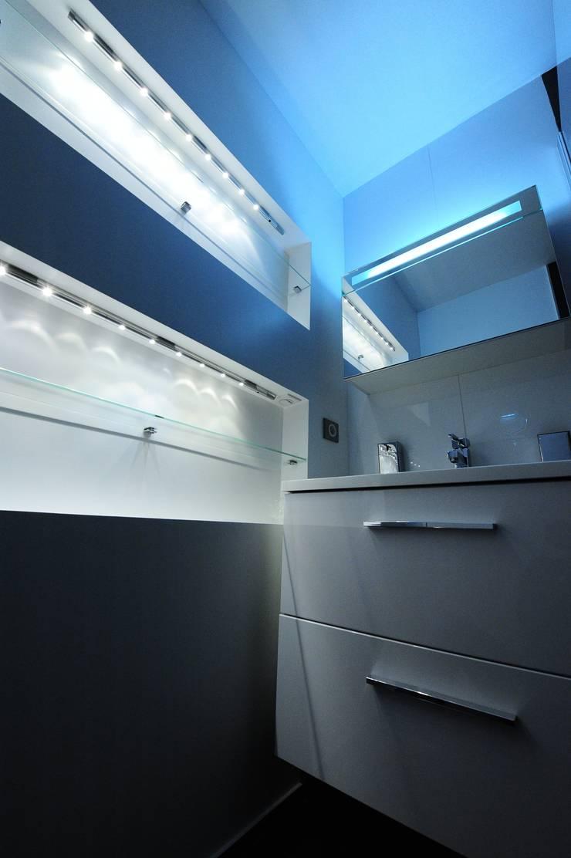 Rénovation petite salle d'eau :  Bathroom by Pepper Butter
