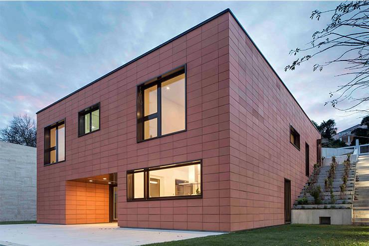 casa MGP: Case in stile in stile Minimalista di Teamwork architetti_arch. Nicola Pasteris