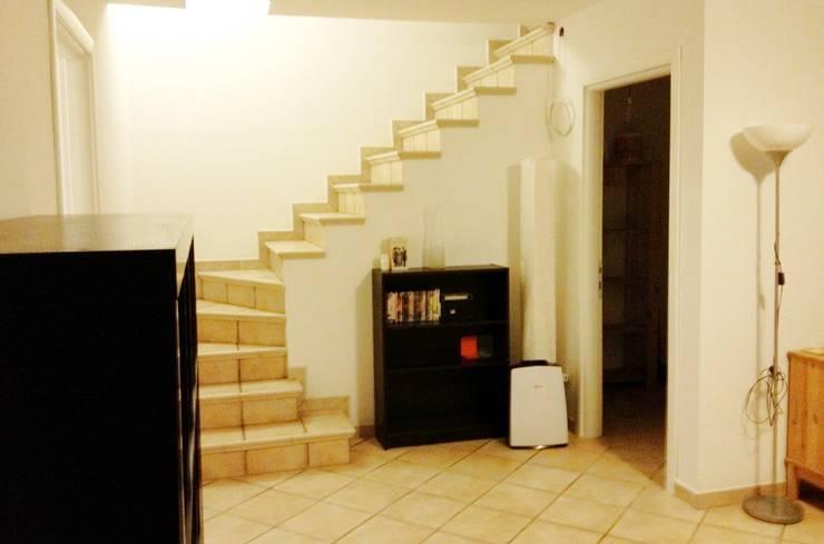 Sottoscala prima: Ingresso & Corridoio in stile  di LET'S HOME