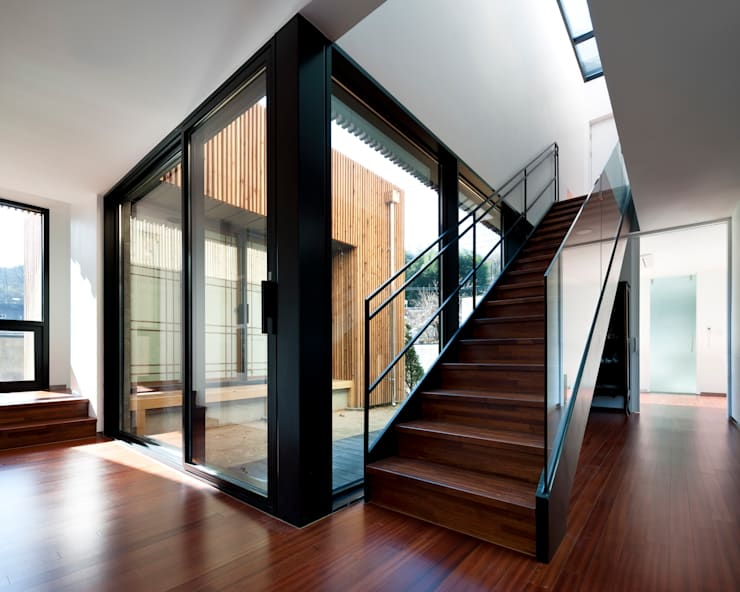 Modern Corridor, Hallway and Staircase by ADF Architects Modern