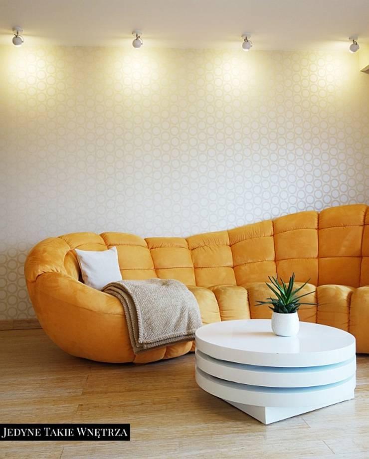 Słoneczny salon w Gdańsku: styl , w kategorii Salon zaprojektowany przez JedyneTakieWnętrza,Nowoczesny