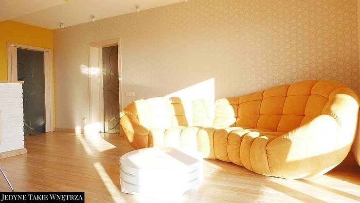 Słoneczny salon z kuchnią w Gdańsku: styl , w kategorii Salon zaprojektowany przez JedyneTakieWnętrza,Nowoczesny