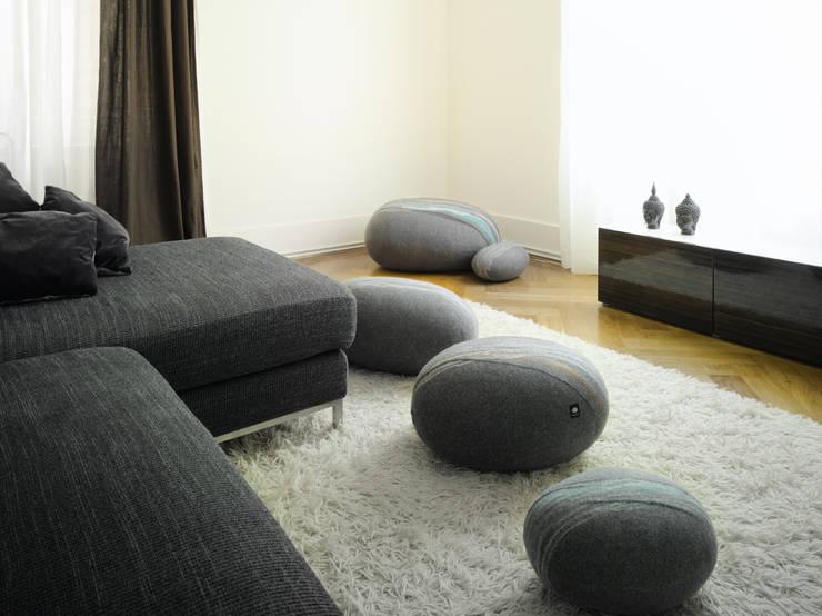 Salones de estilo  de Yeh Design, Moderno