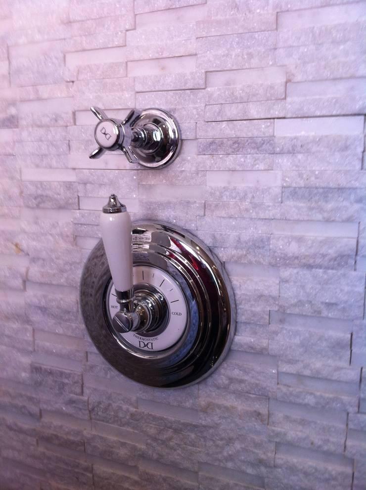 Nuestros baños.: Baños de estilo  de Decorando tu espacio