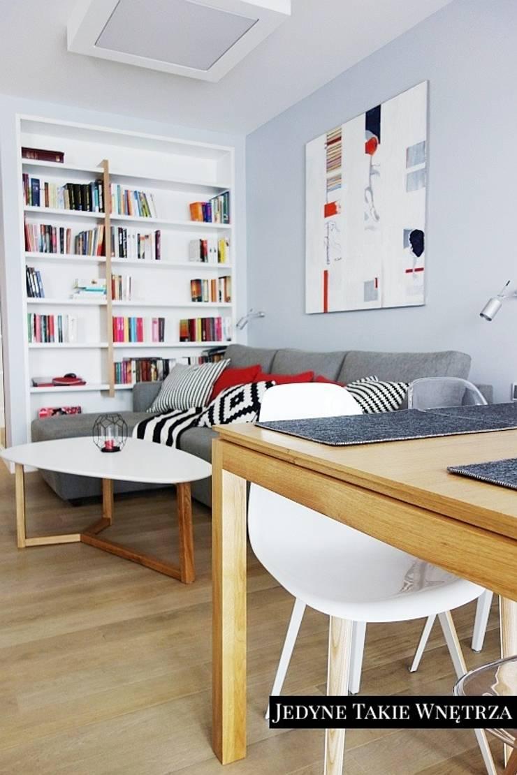 Skandynawskie inspiracje w salonie: styl , w kategorii Jadalnia zaprojektowany przez JedyneTakieWnętrza