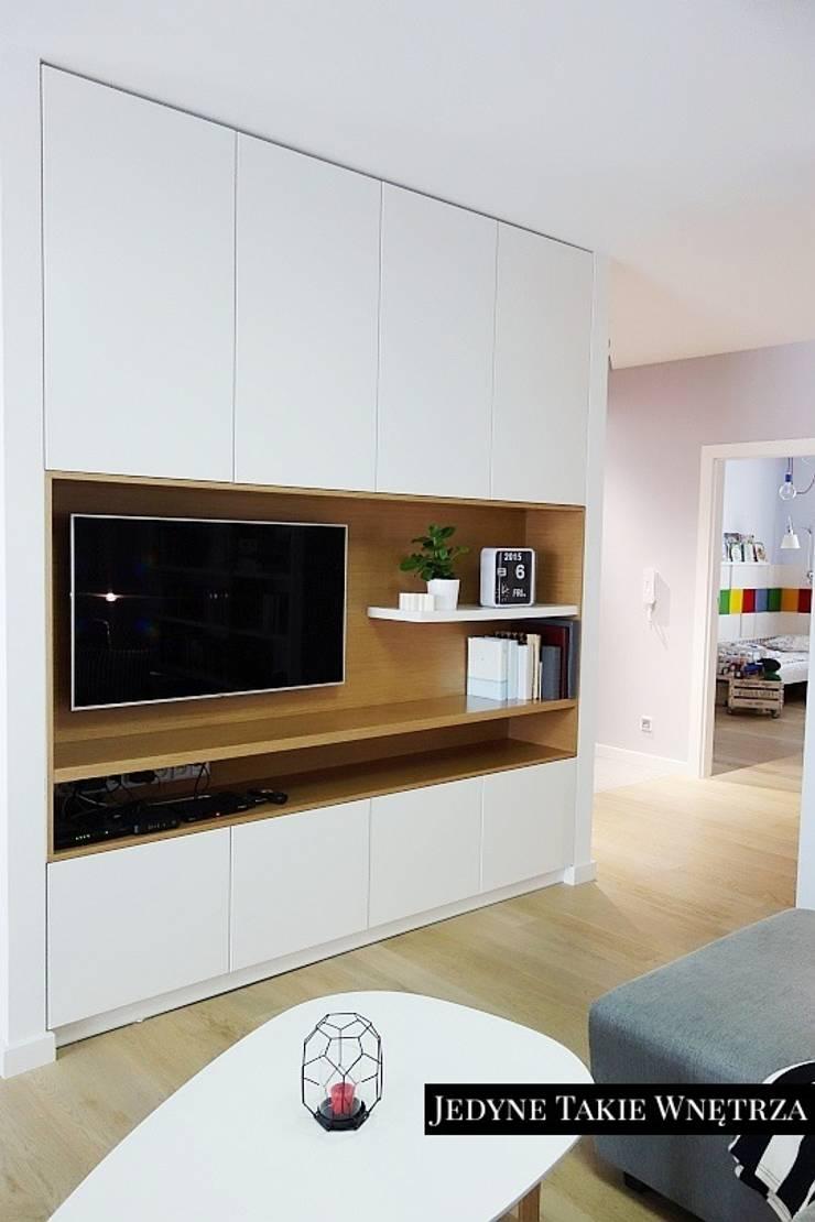 Skandynawskie inspiracje w salonie: styl , w kategorii Salon zaprojektowany przez JedyneTakieWnętrza