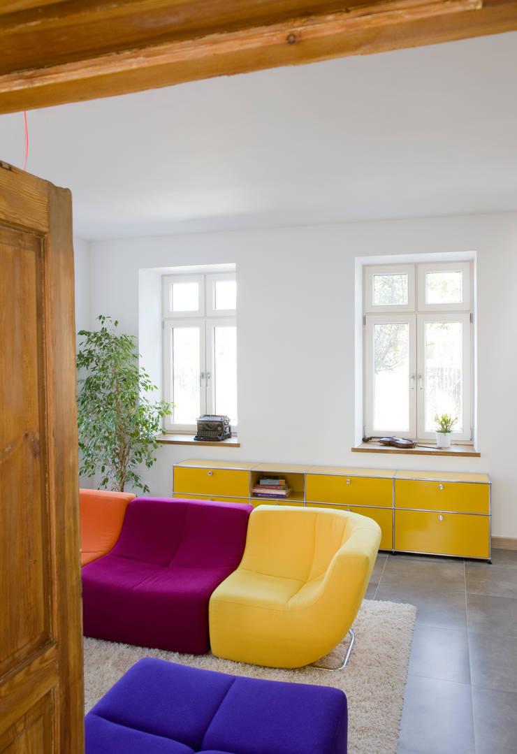 Dom Widzewska: styl , w kategorii Salon zaprojektowany przez REFORM Konrad Grodziński,
