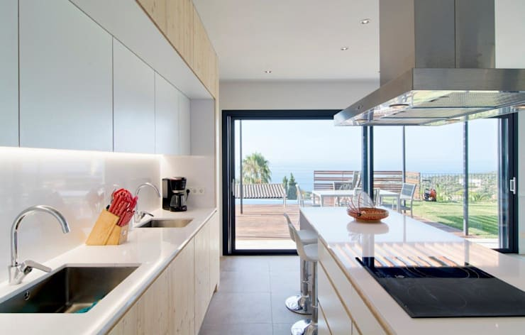 Kitchen by HOUSE HABITAT