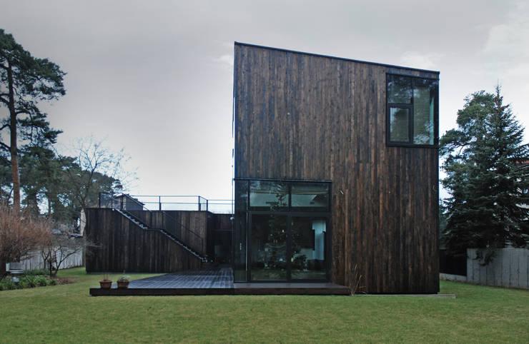 DOM POD DĘBEM: styl , w kategorii Domy zaprojektowany przez SDA - SZCZEŚNIAK DENIER ARCHITEKCI,