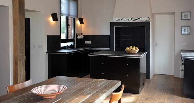 Kitchen by AGENCE APOLLINE TERRIER