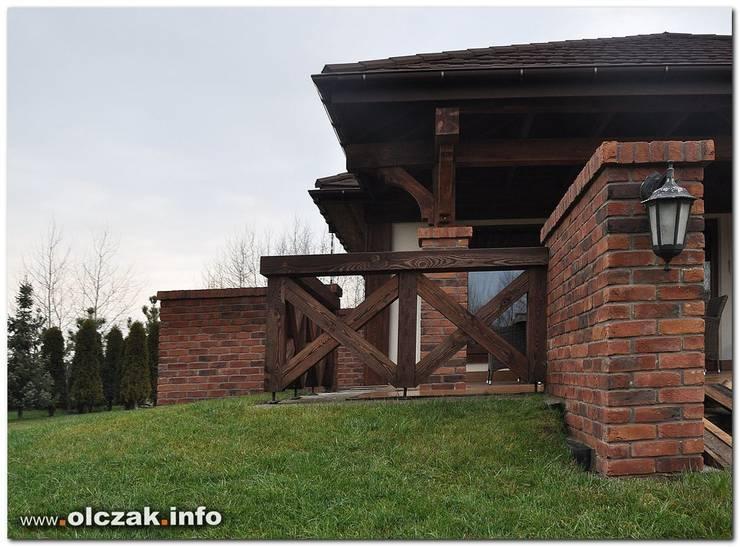 dom stylizowany: styl , w kategorii  zaprojektowany przez OPS Architekt Maciej Olczak