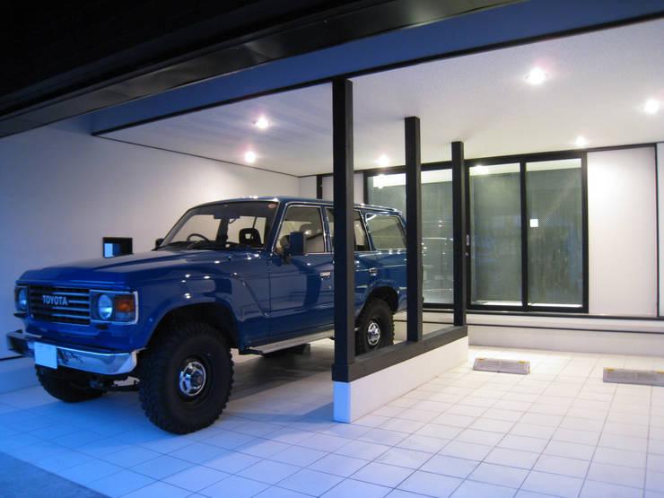 Black オリジナルデザインの ガレージ・物置 の アースワーク建築設計事務所 オリジナル