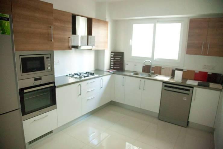 ÖZYALÇIN CONSTRUCTION  – Kyrenia 360:  tarz Mutfak, Klasik