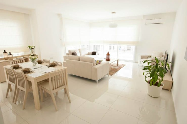 ÖZYALÇIN CONSTRUCTION  – Kyrenia 360:  tarz Oturma Odası, Klasik