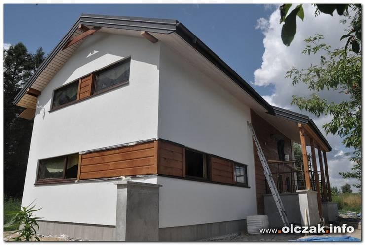 dom szkieletowy: styl , w kategorii  zaprojektowany przez OPS Architekt Maciej Olczak,Klasyczny