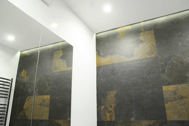 Łazienka w rozmiarze XS: styl , w kategorii Łazienka zaprojektowany przez KRY_