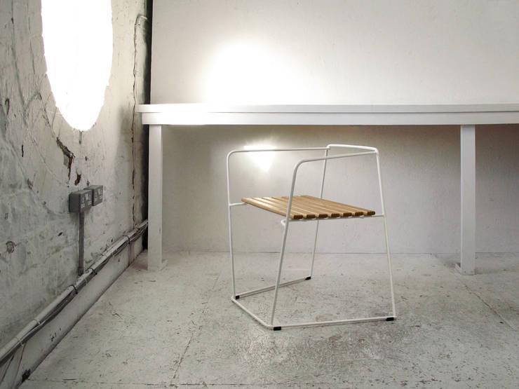 loft krzesło 2011: styl , w kategorii Salon zaprojektowany przez Modestwork