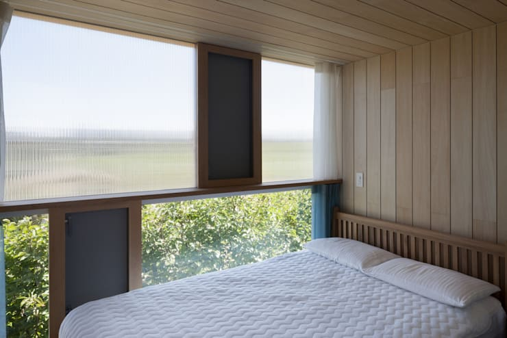 ベッドルーム: ihrmkが手掛けた寝室です。,