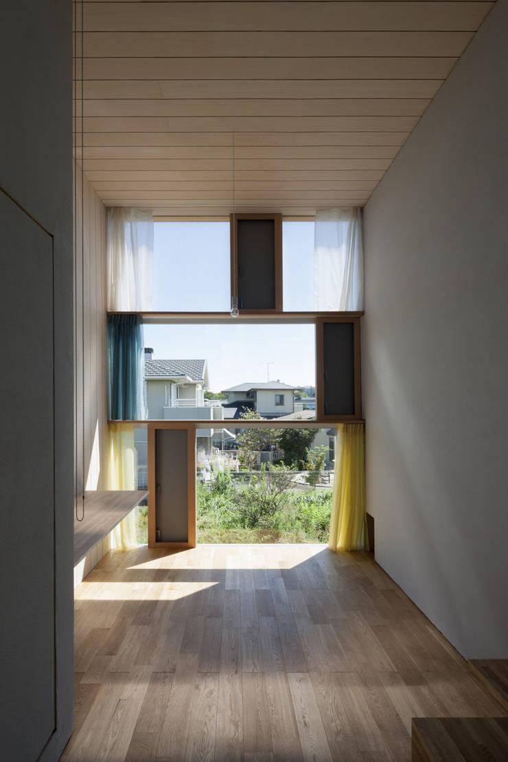 書斎東側の窓その2: ihrmkが手掛けた窓です。,